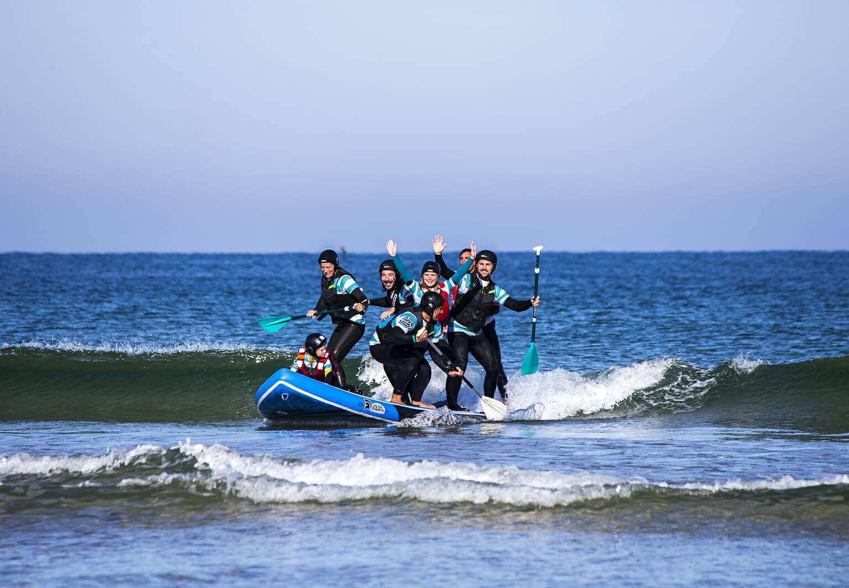 SUP Géant en groupe de 10 dans les vagues de Capbreton